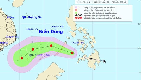 Áp thấp nhiệt đới áp sát Biển Đông, có thể gây gió giật cấp 11 khi thành bão - Ảnh 1.