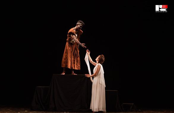 Việt Hoa 'Đào đanh đá' nhận huy chương vàng Tài năng trẻ diễn viên kịch nói toàn quốc - Ảnh 6.