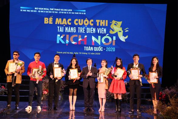 Việt Hoa 'Đào đanh đá' nhận huy chương vàng Tài năng trẻ diễn viên kịch nói toàn quốc - Ảnh 1.