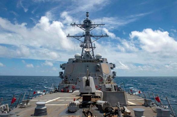 Tàu chiến Mỹ qua eo biển Đài Loan, quân đội Trung Quốc bám đuôi - Ảnh 1.