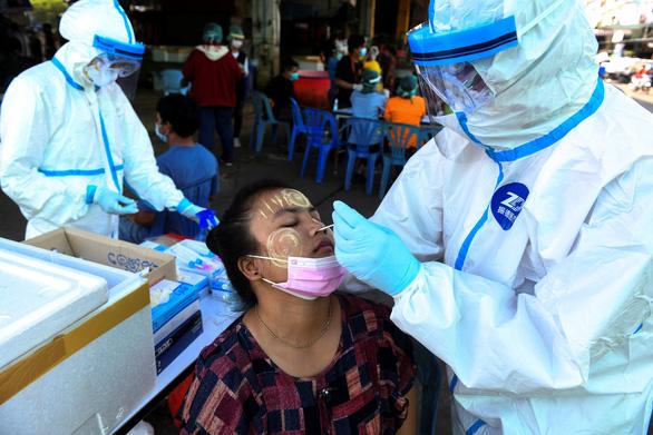Trung tâm hải sản của Thái Lan ghi nhận hơn 500 ca COVID-19 một ngày - Ảnh 1.