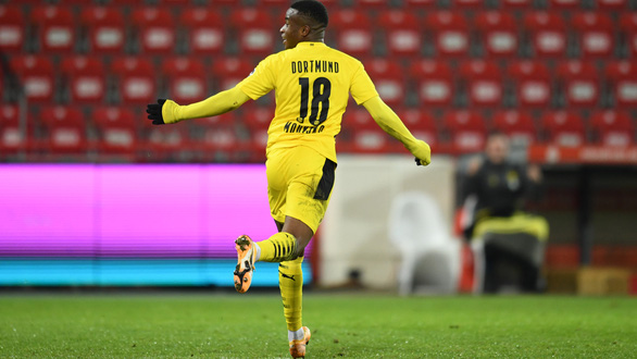 Điểm tin thể thao sáng 19-12: Dortmund bại trận sau khi sa thải HLV - Ảnh 1.