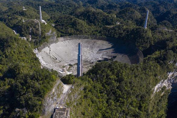Kính thiên văn khổng lồ sập sau 57 năm săn tín hiệu ngoài trái đất - Ảnh 2.