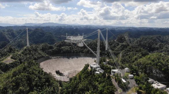 Kính thiên văn khổng lồ sập sau 57 năm săn tín hiệu ngoài trái đất - Ảnh 1.