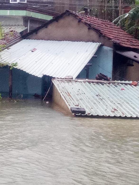 Quảng Nam: Mưa lớn, thủy điện xả nước, nhiều nơi chìm trong nước lũ - Ảnh 6.