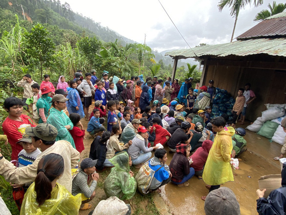 Huyện Nam Trà My tạm dừng đón các đoàn từ thiện thăm, tặng quà cho người dân  - Ảnh 2.
