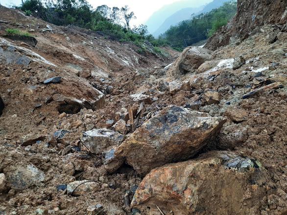 Quảng Nam: Mưa lớn, thủy điện xả nước, nhiều nơi chìm trong nước lũ - Ảnh 7.