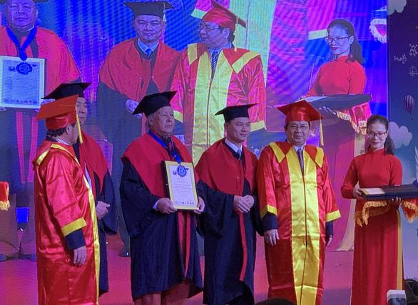 Nguyễn Văn Chung xác lập kỷ lục Việt Nam, Thế Hiển được tặng biểu tượng Hoa tre - Ảnh 1.