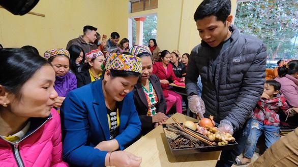 Phụ nữ Bản Mà hào hứng học nấu phở - Ảnh 3.