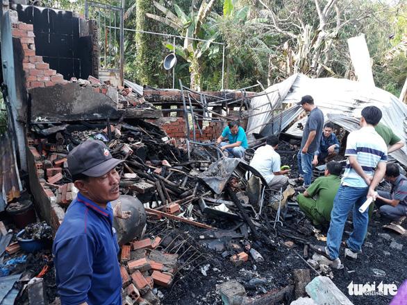 An Giang: 7 căn nhà bị thiêu rụi giữa trưa - Ảnh 1.