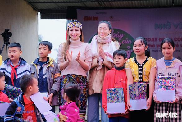 Hoa hậu Lương Thùy Linh, Diễm Hương cùng 2.000 tô phở cho em nhỏ miền núi - Ảnh 2.