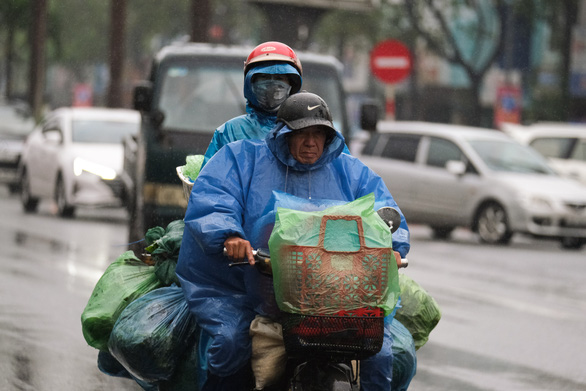 Hà Nội lạnh 15 độ, Bắc và Trung Bộ có mưa rào và dông - Ảnh 1.