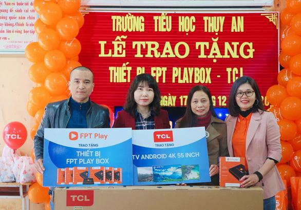Hoàn tất trao tặng 100 Rạp Phim Trường Em do FPT Play và TCL tổ chức - Ảnh 1.