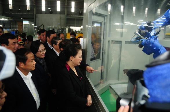 Chủ tịch Quốc hội Nguyễn Thị Kim Ngân thăm Khu công nghiệp Thaco Chu Lai - Ảnh 1.