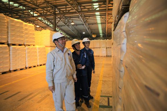 Lọc hóa dầu Bình Sơn sản xuất và xuất bán sản phẩm hạt nhựa mới T3050 - Ảnh 1.