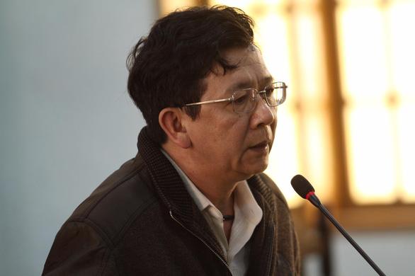 Cựu chủ tịch huyện tham ô hơn nửa tỉ, bị tuyên 15 năm tù - Ảnh 1.