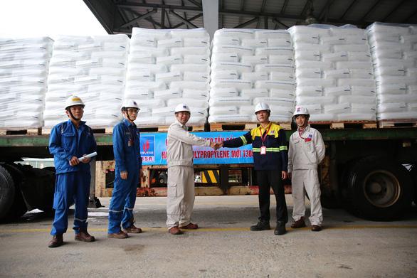 Lọc hóa dầu Bình Sơn sản xuất và xuất bán sản phẩm hạt nhựa mới T3050 - Ảnh 2.