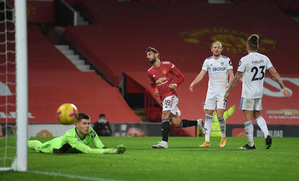 Đè bẹp Leeds bằng tỉ số tennis, Man Utd vào tốp 3 - Ảnh 2.