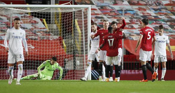 Đè bẹp Leeds bằng tỉ số tennis, Man Utd vào tốp 3 - Ảnh 3.