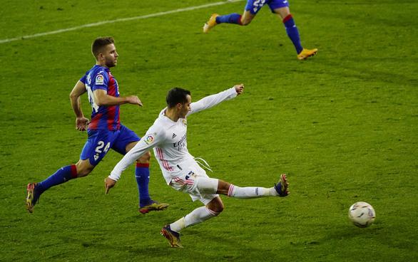 Benzema ghi bàn và kiến tạo, Real Madrid lên nhì bảng - Ảnh 4.