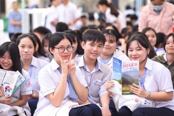 Tái khởi động tư vấn tuyển sinh 2021 - Ảnh 1.