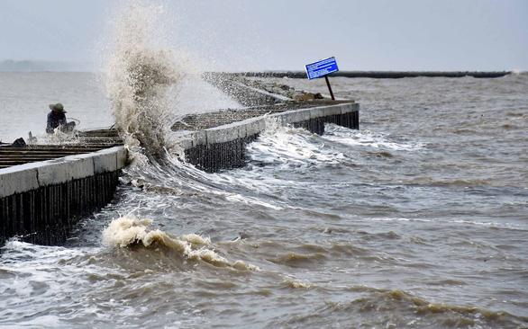 Đê biển Tây - gian nan cuộc chiến giữ đất sống - Kỳ 4: Phải di dân trước vùng biển không còn an toàn - Ảnh 1.