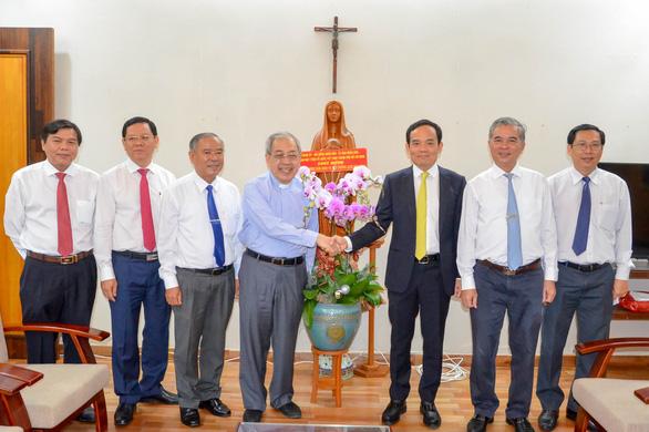 Lãnh đạo TP.HCM thăm, chúc Giáng sinh đồng bào Công giáo - Ảnh 3.