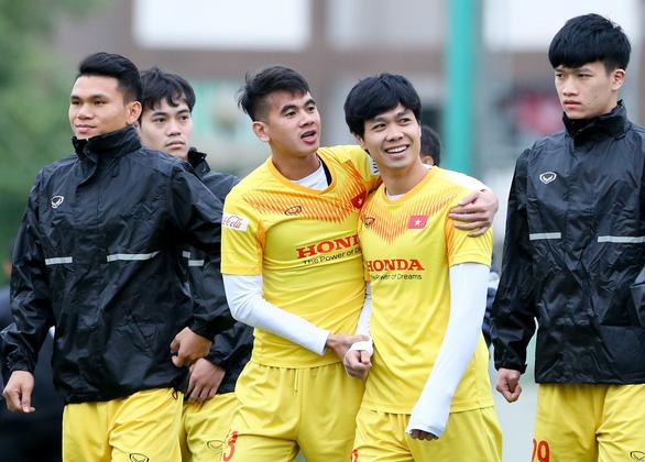 HLV Park Hang Seo chưa biết sẽ ngồi ở băng ghế chỉ đạo đội nào - Ảnh 1.