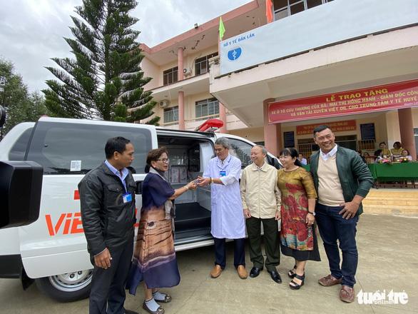 Trao xe cứu thương cho huyện vùng sâu Đắk Lắk - Ảnh 2.