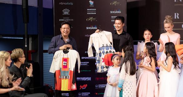 Sĩ Hoàng thực hiện bộ sưu tập áo dài trẻ em vì đại dương không rác thải nhựa - Ảnh 1.