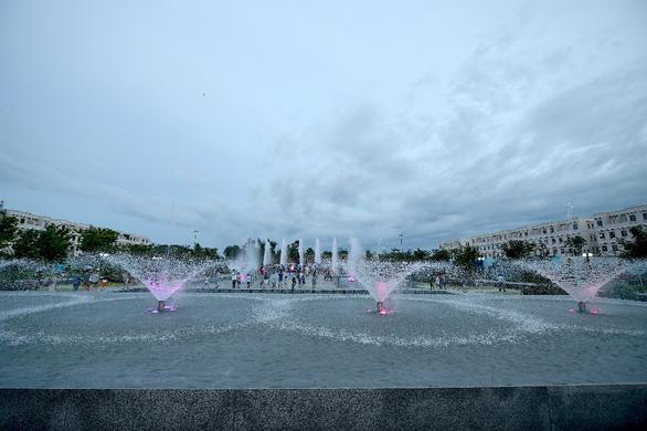 Khánh thành quảng trường nhạc nước 15.000m2 - Thêm điểm giải trí mới tại TP.HCM - Ảnh 1.