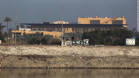 8 quả rocket bắn vào Vùng Xanh ở Iraq, nhằm vào đại sứ quán Mỹ - Ảnh 1.