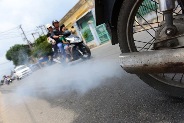 Bộ Tài chính quyết thu phí khí thải - Ảnh 1.