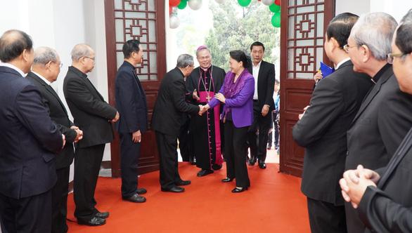 Chủ tịch Quốc hội chúc mừng Giáng sinh Tòa tổng giám mục giáo phận Huế - Ảnh 1.