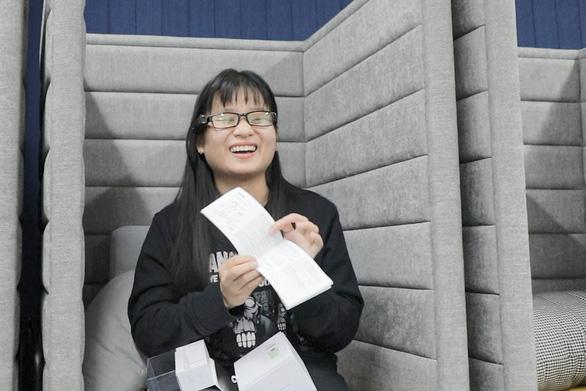 Thiết bị đặc biệt giúp sinh viên khiếm thị nhận diện khuôn mặt - Ảnh 2.