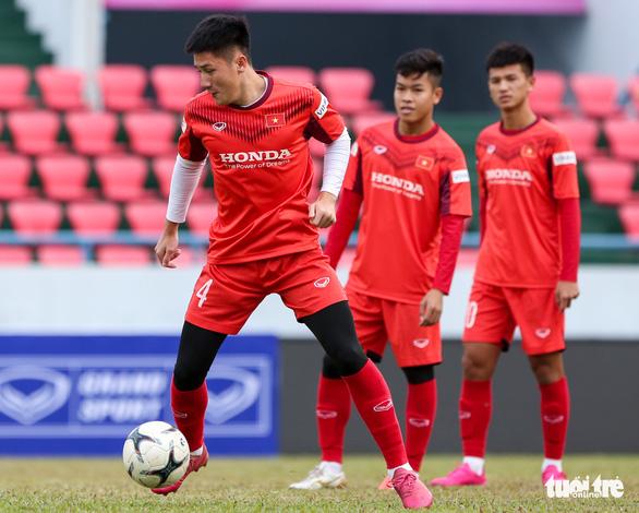 HLV Park Hang Seo phàn nàn về sân đấu của ĐTQG và U22 Việt Nam - Ảnh 1.