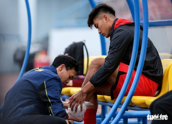 HLV Park Hang Seo phàn nàn về sân đấu của ĐTQG và U22 Việt Nam - Ảnh 6.