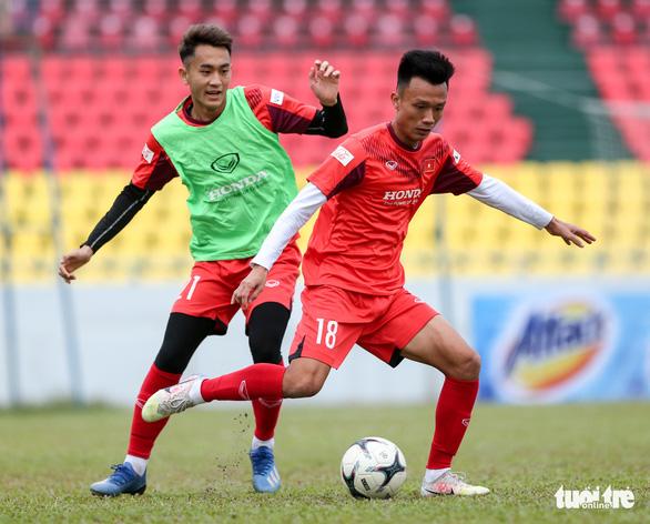HLV Park Hang Seo phàn nàn về sân đấu của ĐTQG và U22 Việt Nam - Ảnh 5.