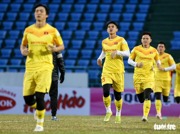 HLV Park Hang Seo phàn nàn về sân đấu của ĐTQG và U22 Việt Nam - Ảnh 7.