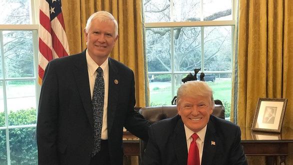 Politico: Ông Trump và đồng minh bàn tính trận đánh cuối ngày 6-1 - Ảnh 1.
