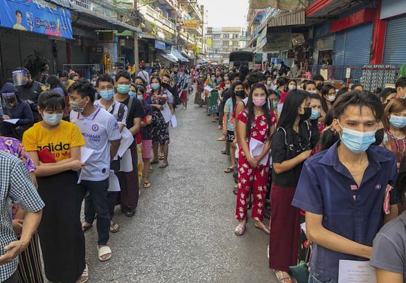 Ổ dịch lớn ở chợ hải sản Thái Lan đã hơn 1.000 ca - Ảnh 1.