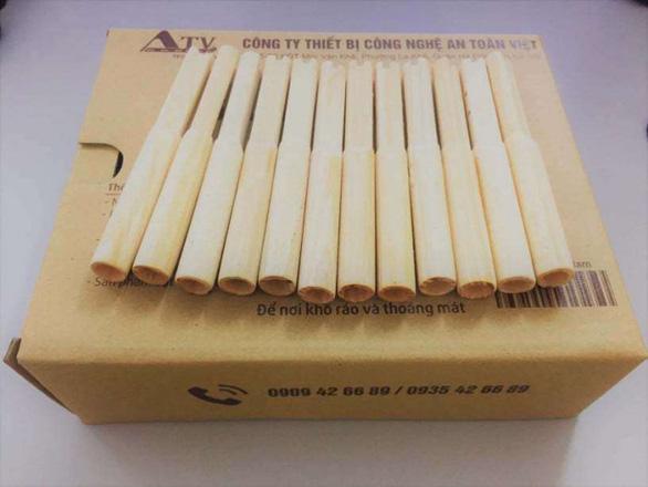 Thử nghiệm ống thổi đo nồng độ cồn làm từ bột gỗ, bột tre thay ống thổi nhựa - Ảnh 1.