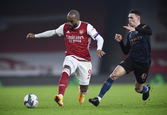 Vùi dập Arsenal tại Emirates, Man City vào bán kết Cúp liên đoàn - Ảnh 1.