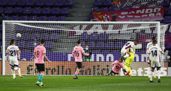 Ghi bàn giúp Barca thắng dễ, Messi chính thức vượt mặt Pele - Ảnh 2.