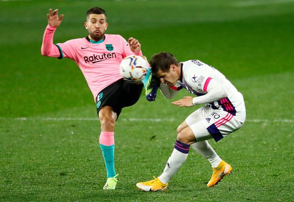 Ghi bàn giúp Barca thắng dễ, Messi chính thức vượt mặt Pele - Ảnh 1.