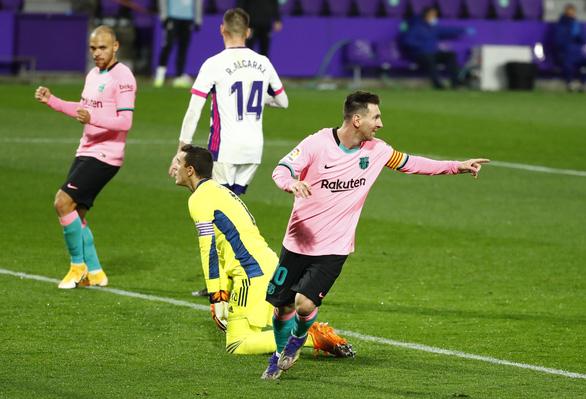 Ghi bàn giúp Barca thắng dễ, Messi chính thức vượt mặt Pele - Ảnh 4.