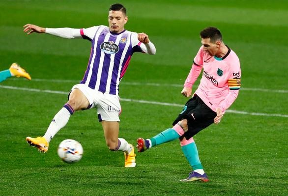 Ghi bàn giúp Barca thắng dễ, Messi chính thức vượt mặt Pele - Ảnh 3.