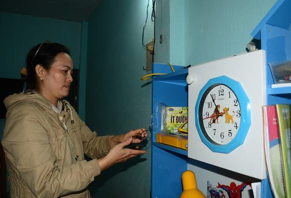 Ngóng trông tin tức về nhân viên trạm hải đăng Hòn Hải rơi xuống biển - Ảnh 1.