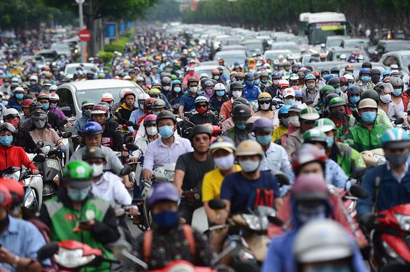 Kiểm soát khí thải xe máy: Lẽ ra phải làm từ lâu - Ảnh 1.