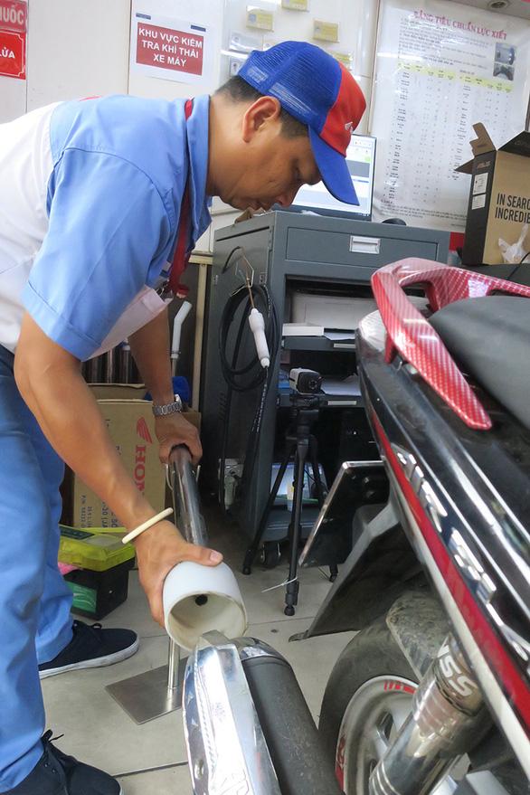 Kiểm định khí thải: Đã thí điểm, TP.HCM chờ quy trình mới từ Bộ Giao thông vận tải - Ảnh 1.